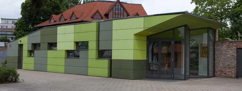 Hof Café der Jugendhilfe Köln e.V. in Köln Ehrenfeld wieder offen.
